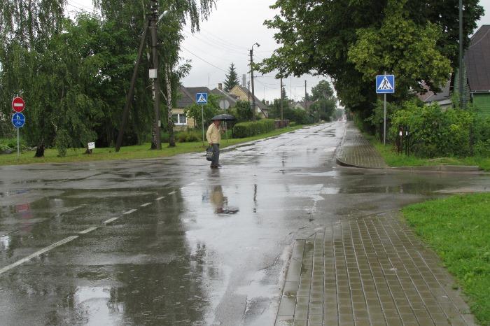 Joniškis lietui lyjant