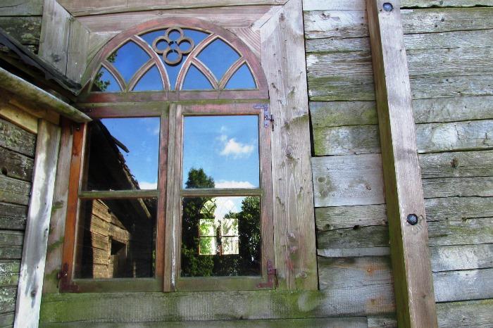 Jakiškių Maironių kapinių koplyčia