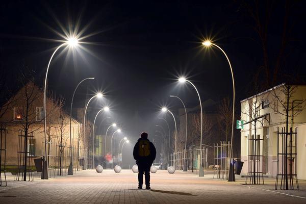Joniškis, Žemaičių gatvė vakare